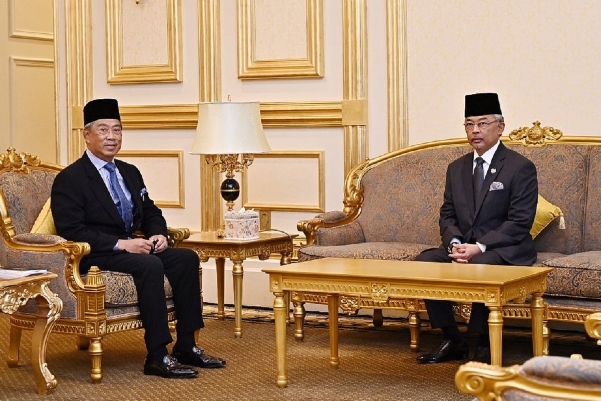 Al-Sultan Abdullah (right) and Muhyiddin. (Photo taken from Istana Negara's Facebook page)
