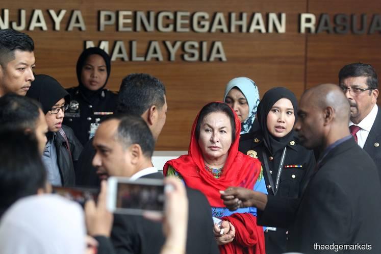 Rosmah arrives at MACC for questioning