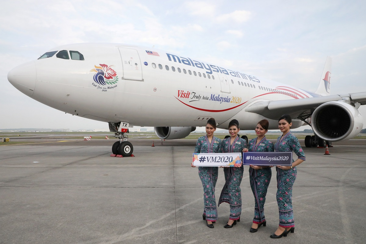 Malaysia Airlines crew members posing for a photograph in front of an Airbus A330-200 plane at the Kuala Lumpur International Airport (KLIA) in Sepang on July 22, 2019. In a statement today, Airbus said the multi-year extension covers technical support by the company for the airline's existing widebody fleet of A350s, A330s as well as A330-200 freighters operated by Malaysia Airlines' air cargo arm MAB Kargo Sdn Bhd. (Photo by Reuters)