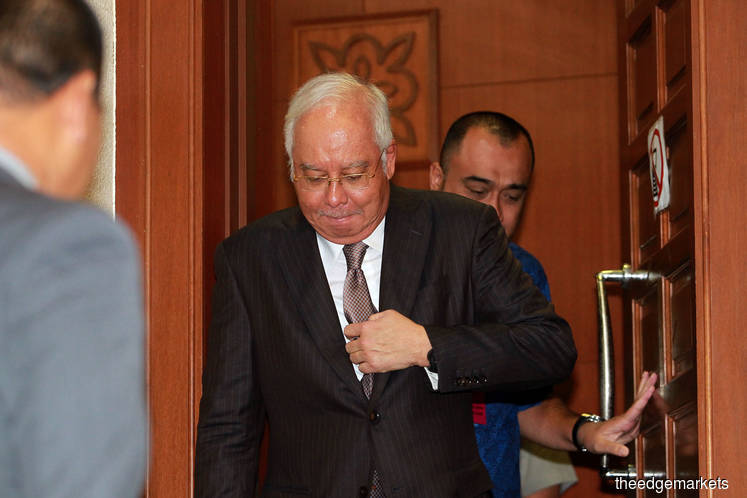 Najib claims he was using phone as a mirror, not for selfies
