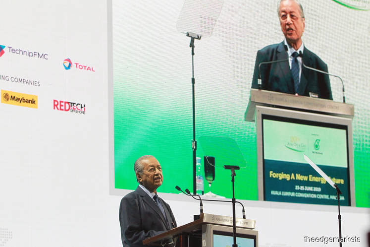 Dr M brushes off concerns over Moody's rating revision on Petronas