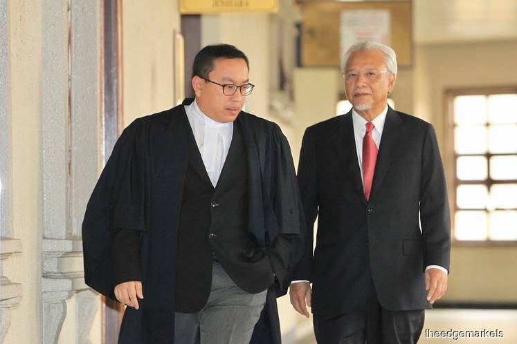 Husni: Najib's aide told me ex-PM had arranged for blogger Raja Petra to attack me