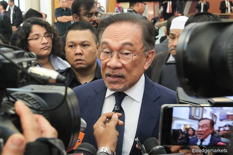 Anwar rubbishes allegation Tun M interfered in Najib's case