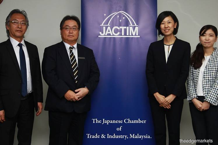 JACTIM vice president Daiji Kojima (second from left) at a press conference here today on the chamber's business survey results. (Photo by Patrick Goh/The Edge)