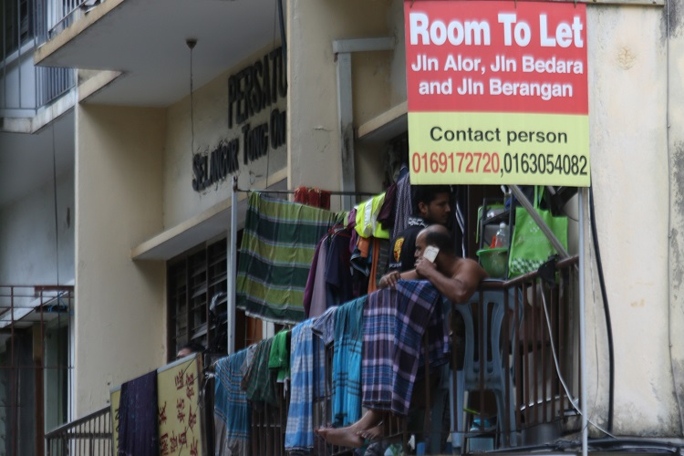 Migrant workers cut off from aid put public health at risk
