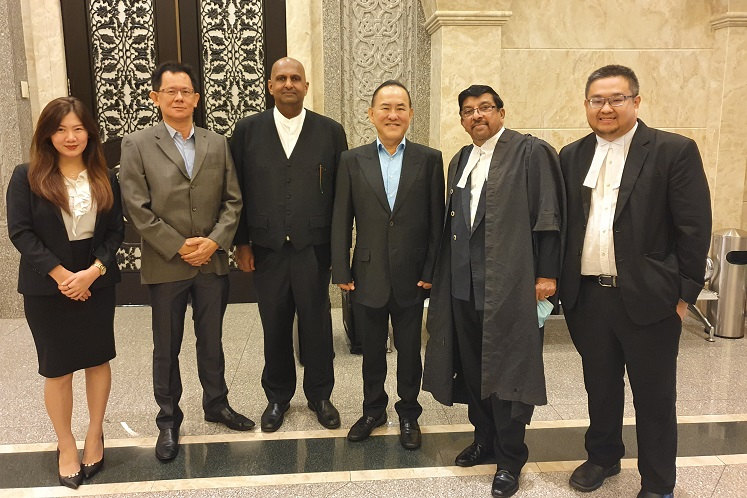Tan (third from right) and Ching (second from left) with their lawyers (from left) Cheong, Sivananthan, Kumaraendran and Teh. (Photo by Hafiz Yatim/The Edge)