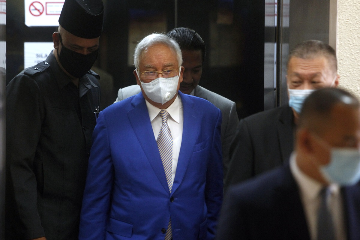 Lawyers question why Najib allowed stay of RM210m fine