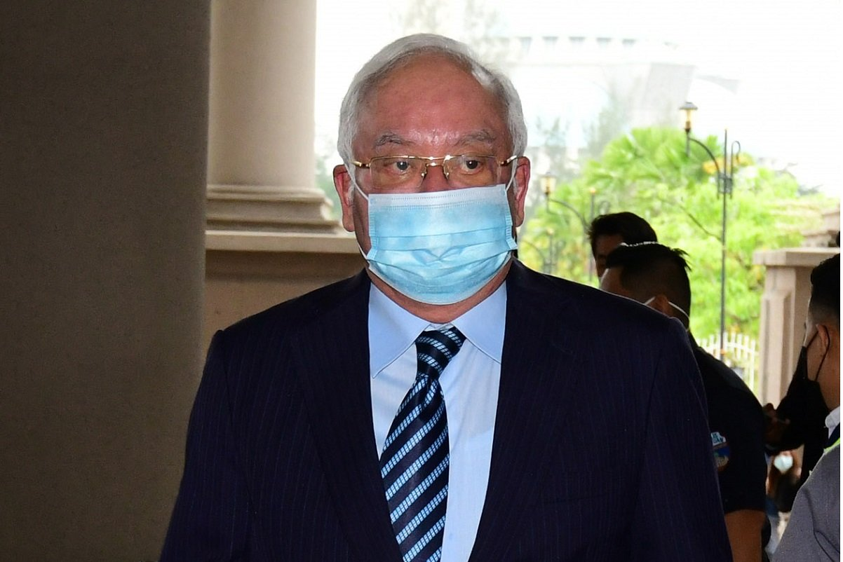 Najib at the Kuala Lumpur Court Complex today. (Photo by Patrick Goh/The Edge)