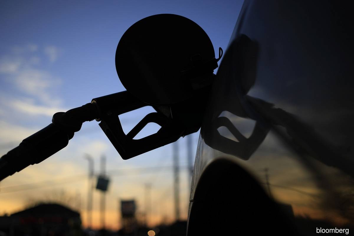World's top oil traders see prices rising further on demand