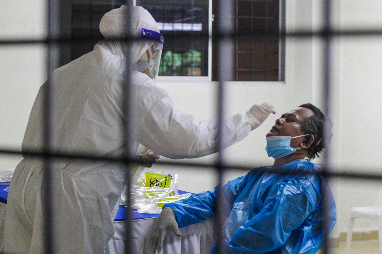 雪兰莪依然是最多新增确诊病例的州属,从昨日的4682宗,降至4308宗。(摄影:Zahid Izzani Mohd Said/The Edge)