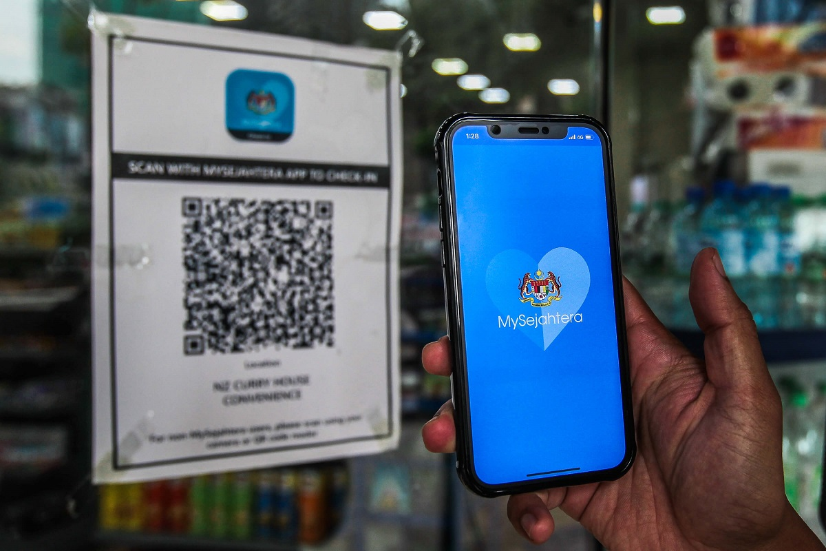 MoH: The ministry has received complaints through the MySejahtera helpdesk and social media about the OTP message to confirm the user's phone number for MySejahtera check-in QR code registration and spam emails from the MySejahtera helpdesk. (Photo by Zahid Izzani Mohd Said/The Edge)