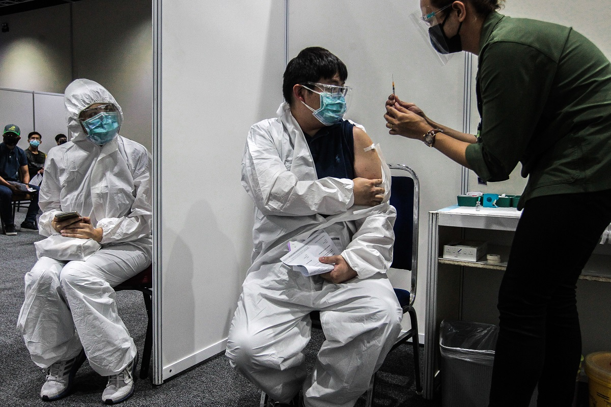 JKJAV said 92.5% of the adult population or 21.7 million individuals have received at least one dose of the vaccine, including recipients of the single-dose CanSino vaccine. (Photo by Zahid Izzani Mohd Said/The Edge)