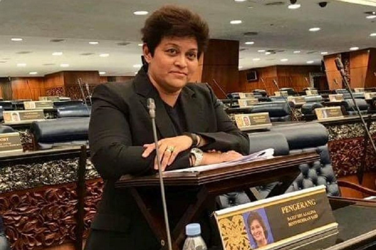 In a post on her Facebook page on Saturday, Azalina expressed her gratitude to Prime MinisterDatuk SeriIsmail Sabri Yaakob for the trust given to her. (Photo taken from Facebook)