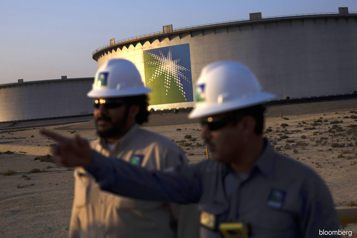Aramco is said to weigh sale of stake in natural gas pipelines