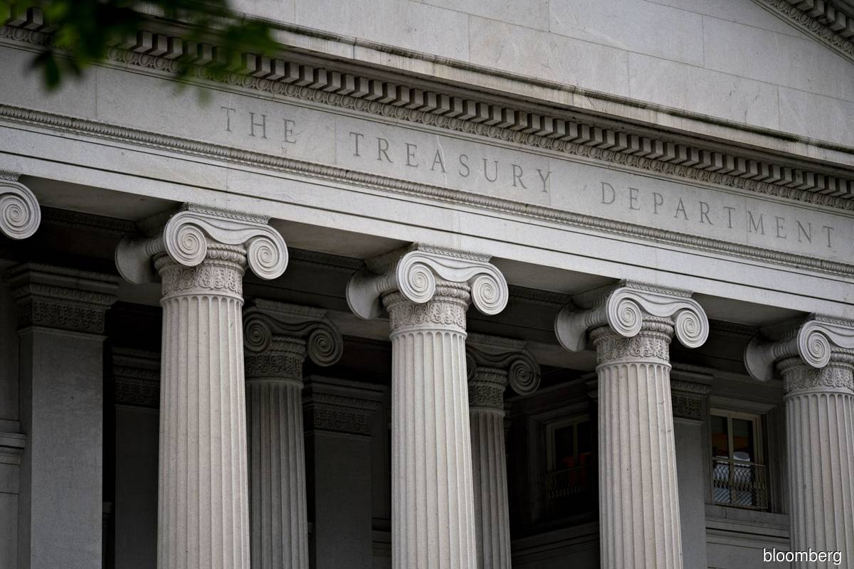 US yields edge up after bad auction; risk sentiment still positive