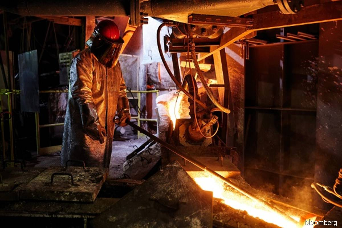 Copper slips as low inventories offset growth fears
