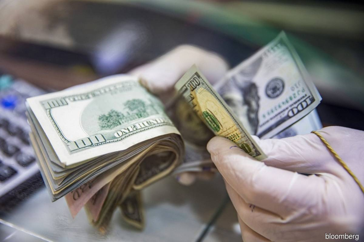 The world is awash in dollar liquidity that no one wants