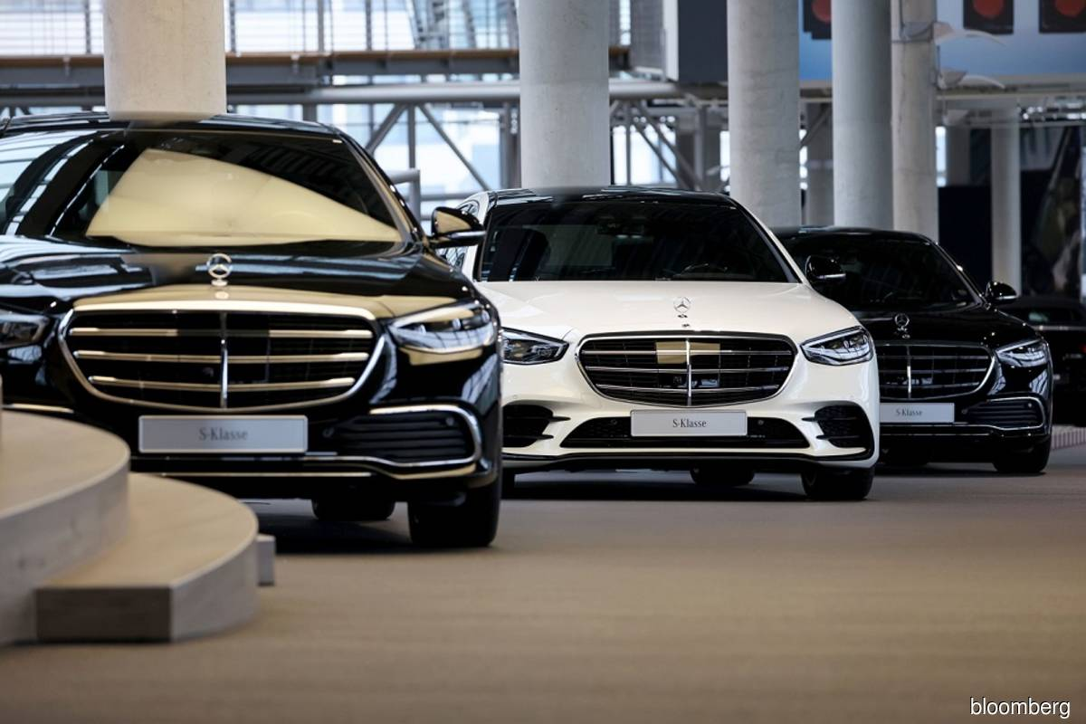 Mercedes sees sales stabilizing at year-end amid chip turmoil