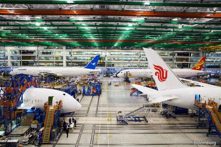 Boeing halts all jet assembly with closing of last 787 plant
