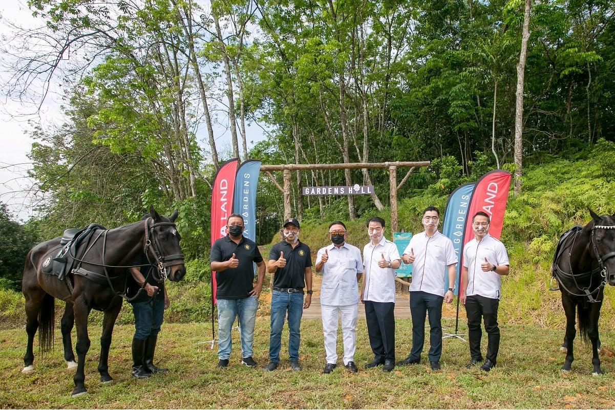 (From left): 3Q Equestrian director Datuk Quzier Ambak, Qabil, 3Q Equestrian founder Tan Sri Mahamad Fathil, Ngan, Gamula Land COO Aw Sei Cheh and Gamuda Gardens general manager Chu Wai Lune.