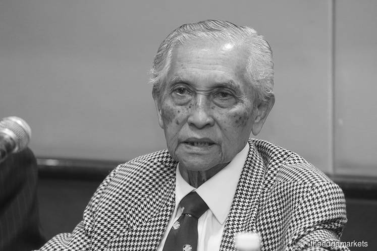 Former Malaysia Airlines MD Abdul Aziz dies