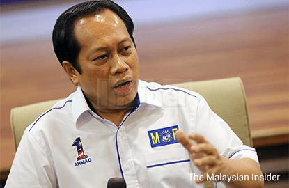 Ahmad Maslan defends Najib, says PM not stupid to take government money