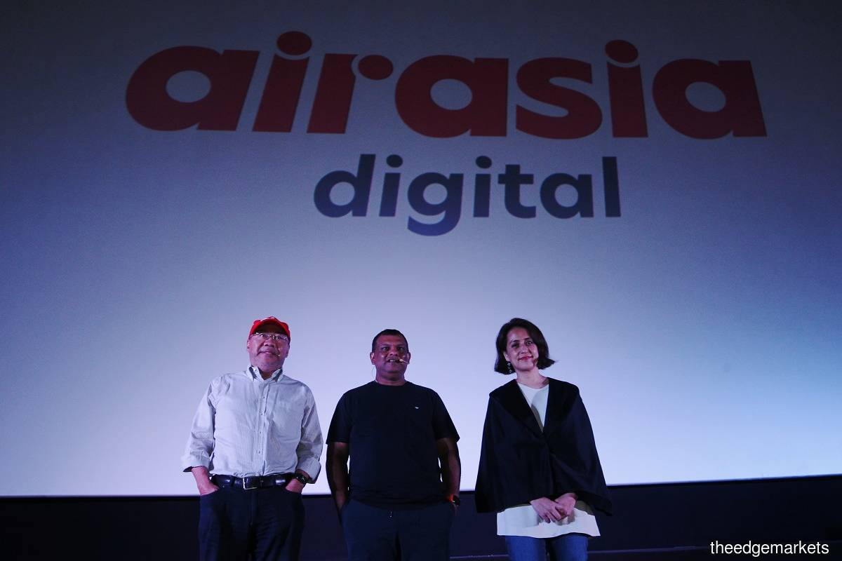 (From left) Kamarudin, Fernandes and AirAsia Digital president Aireen Omar. (Photo by Mohd Suhaimi Mohamed Yusuf /The Edge)