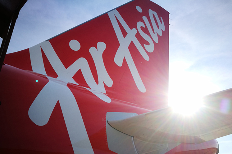 AirAsia active, selling continues despite founders' return