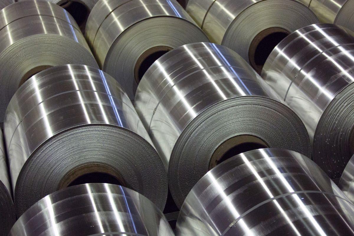 China's pollution clampdown drives aluminium to three-year peak