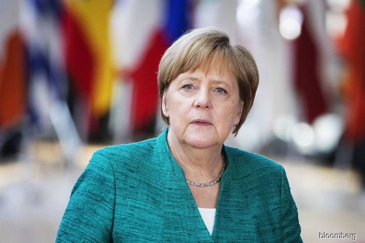 Merkel faces crunch time in showdown on migrant policy
