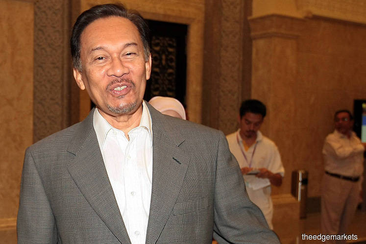 Absence of two key witnesses pose gaps in RCI evidence, say Anwar's counsels