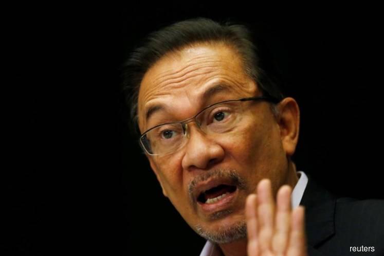 Anwar should stop making divisive statements, says group backing Azmin