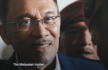 Anwar escapes charge for joining Bersih 3 rally