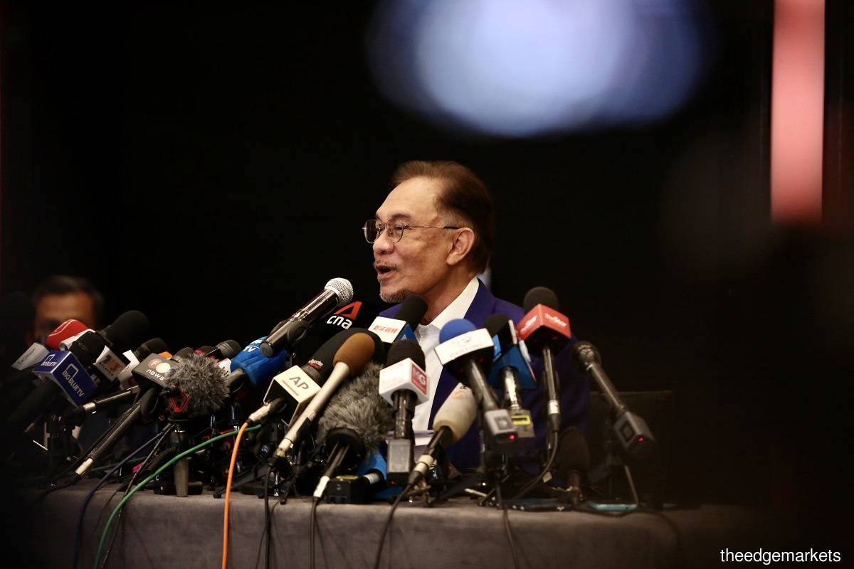Anwar claims support of over 120 MPs, King to call party leaders to confirm supporting documents