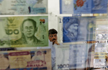 Asian currencies firmer as US dollar drifts after Fed minutes