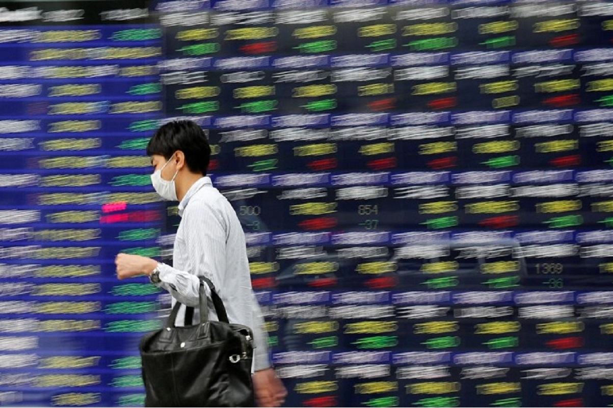 Asia shares unsettled by Wall St swoon, short seller squeeze