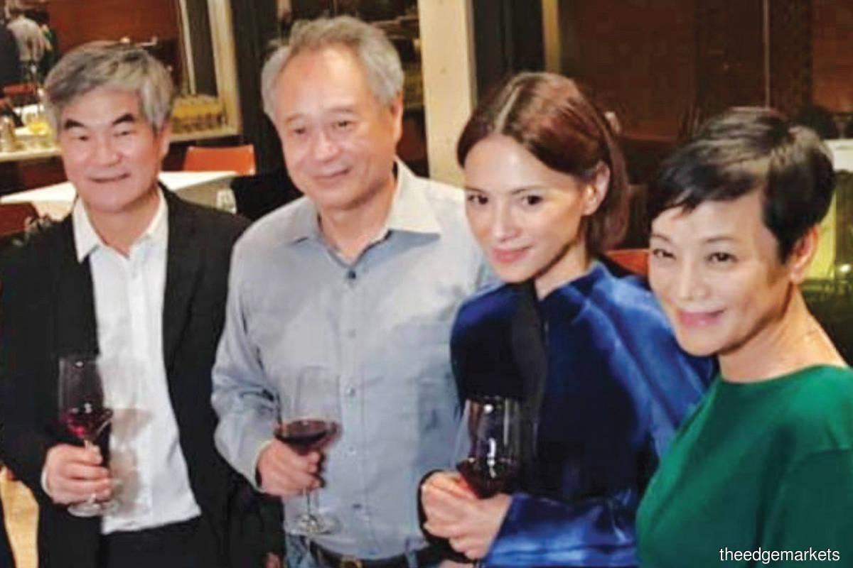 Henry Tan (far left) with Oscar-winning director Ang Lee, Malaysian actresses Angelica Lee and Taiwanese actress Sylvia Chang (far right) after the screening of 'The Garden of Evening Mists' in Taipei. (Photo by Astro)