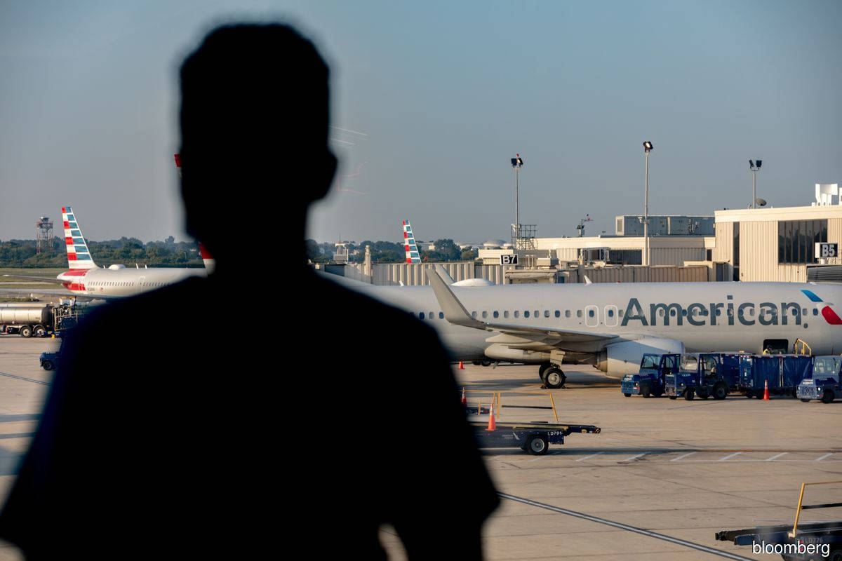American Air says workers must be fully vaccinated by Nov 24
