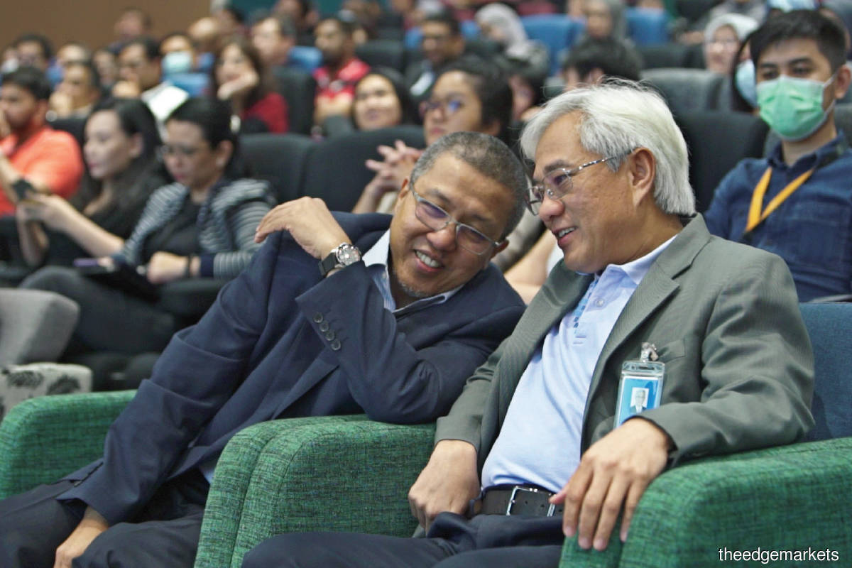 Izzaddin (left) having a light moment with Jamaludin at an Axiata townhall meeting