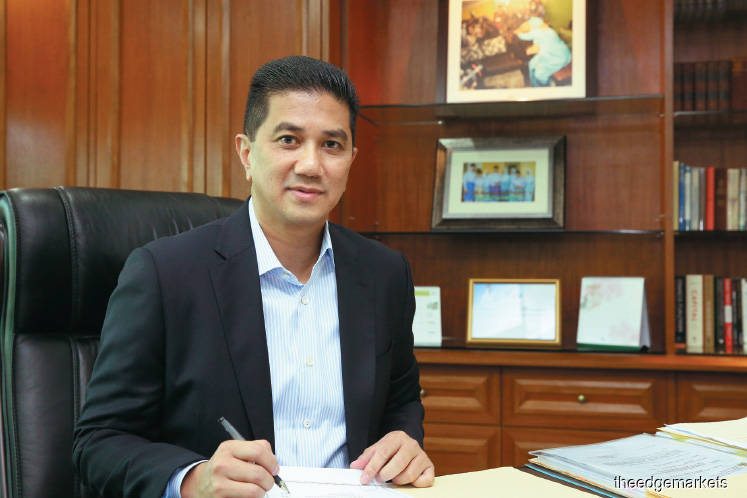 Azmin wants Dr Mahathir to complete his term despite the fact that Pakatan had decided on Anwar becoming the prime minister and that he will join Gerakan the moment Zuraidah is sacked.