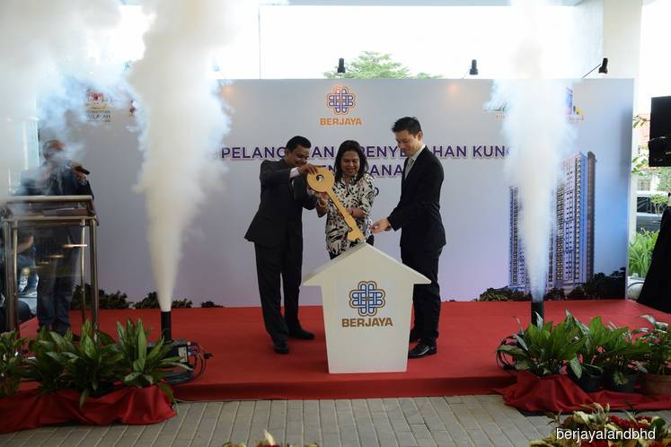 (From left) Syed Ali, Berjaya Corp Bhd executive director Datuk Zurainah and Berjaya Land property sales and marketing division senior general manager Tan Tee Ming at the key handover ceremony. (Photo by Berjaya Land Bhd)