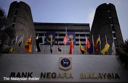 Bank Negara's global reserves seen lower by end-2015