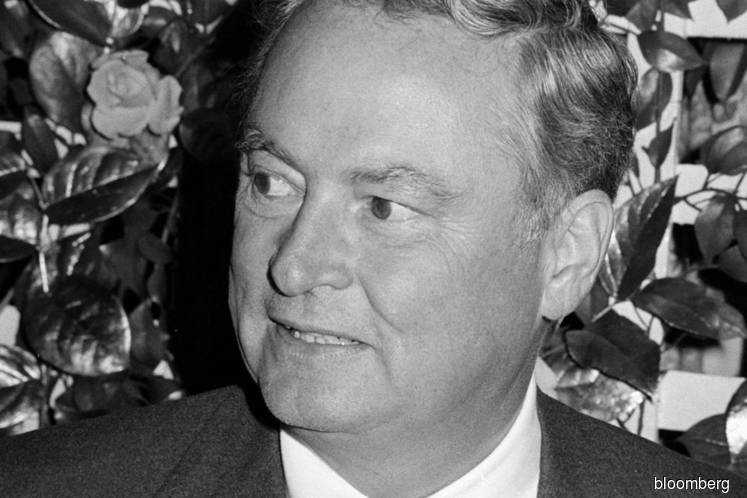 Barron Hilton, hotel heir who expanded into casinos, dies at 91