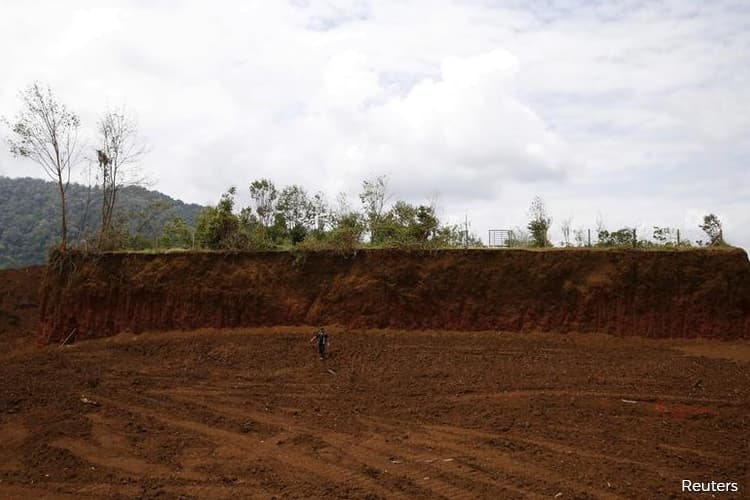 Malaysia to start issuing bauxite mining licences again after ban lifted in April