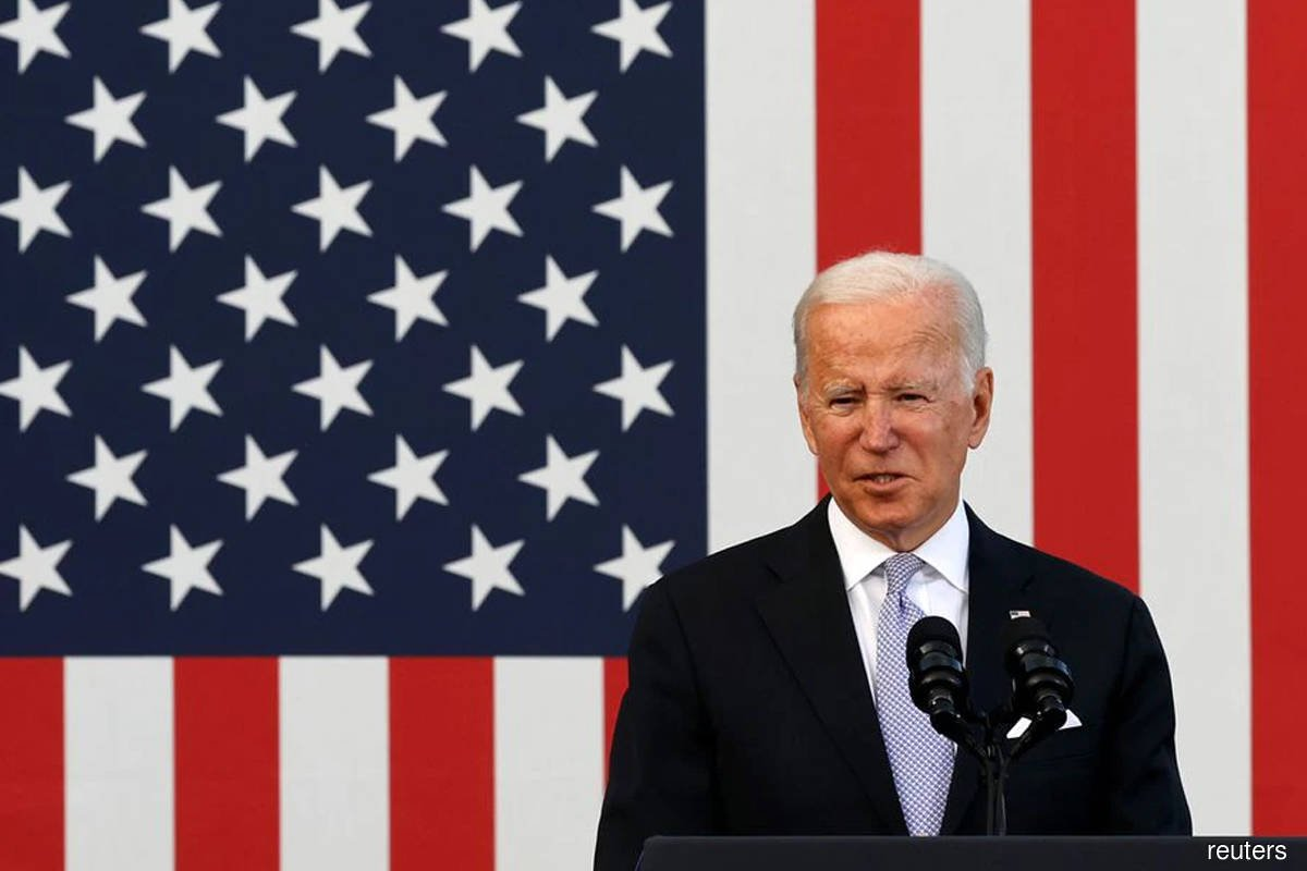 Biden expects gasoline prices to fall in 2022