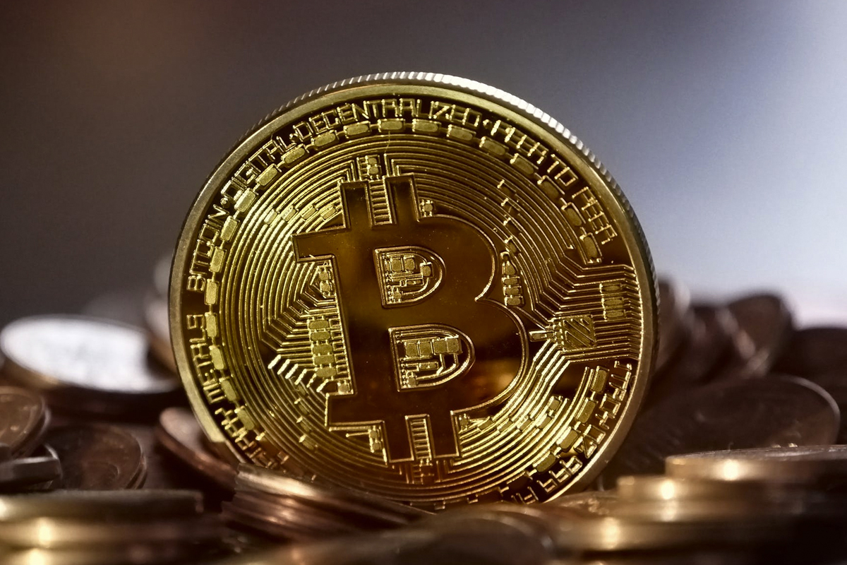 Bitcoin slumps 6%, heads for worst week since March