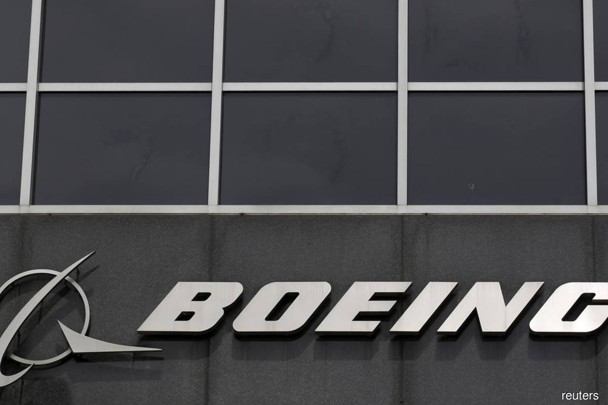 Boeing testing hand-held UV wand to sanitize cockpits, cabins