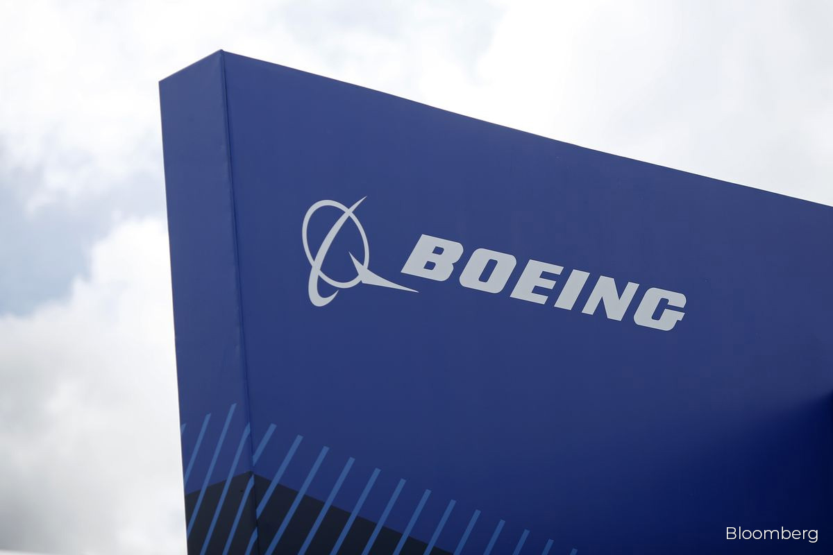 Boeing quietly split CEO, chairman roles after investor revolt