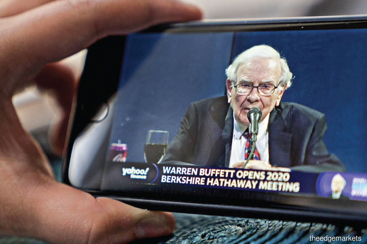 Buffett speaks to shareholders virtually in March at the firm's AGM. (Photo by Bloomberg)