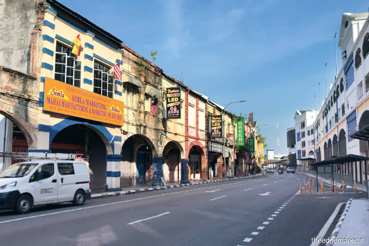 Jalan Raya Timur is home to 2-storey pre-war shoplots and 3-storey shopoffices that were constructed between 1930 and 1940 (Photo by Ethel Khoo/The Edge)
